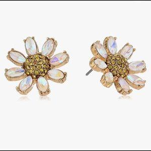☘️NWT! Betsey Johnson Daisy Stud Earrings